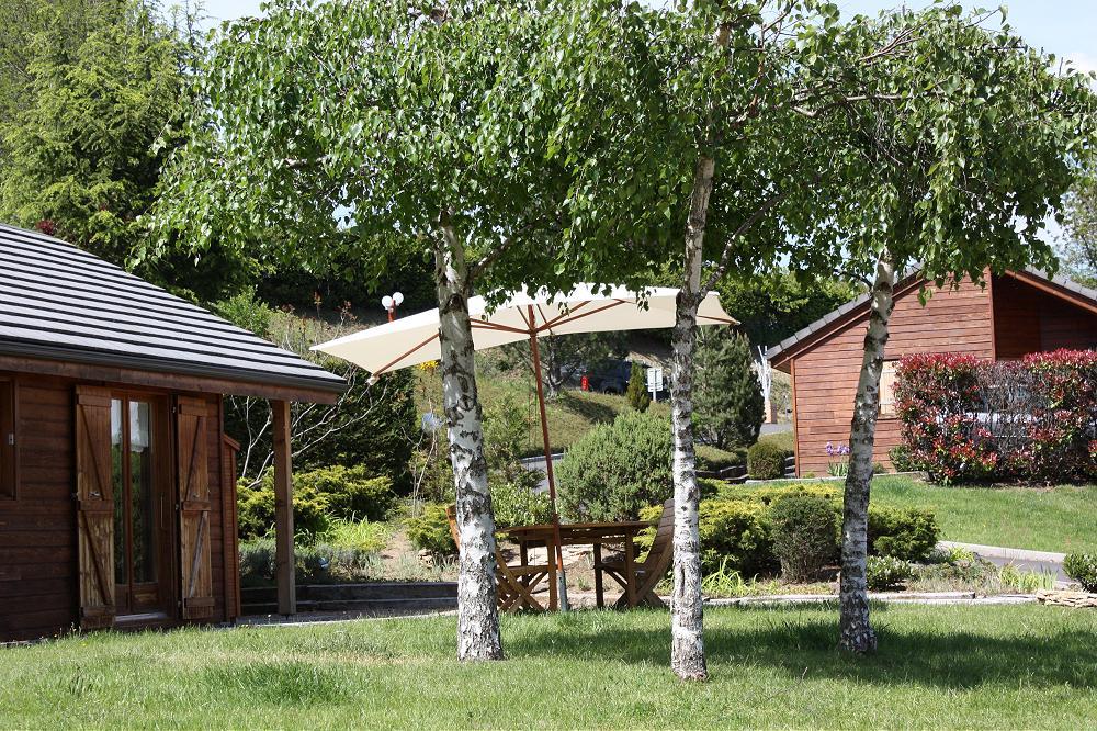 pres du camping du lac d Aydat Camping aux chalets du lac  Aydat 63 puy de dôme Auvergne à coté de Clermont-Ferrand