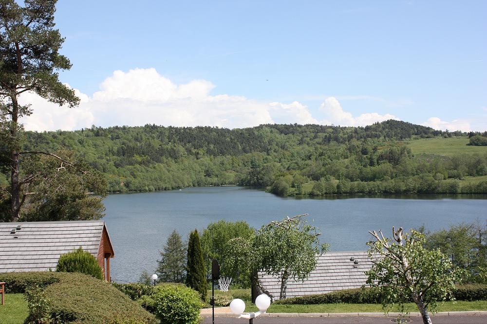 Camping proche du lac d Aydat 63 puy de dôme Auvergne