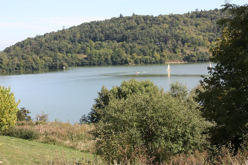 Location maisons de vacances en dernière minute Auvergne 63 grande photo 1