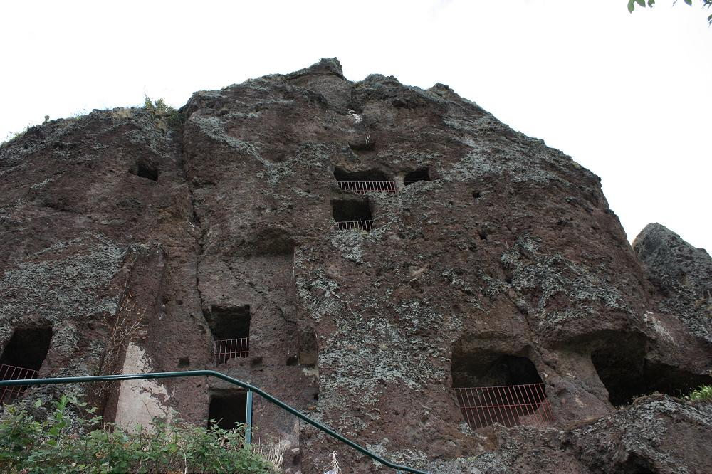 Grotte troglodyte de JONAS à 30 minutes de votre location gite Puy de Dôme