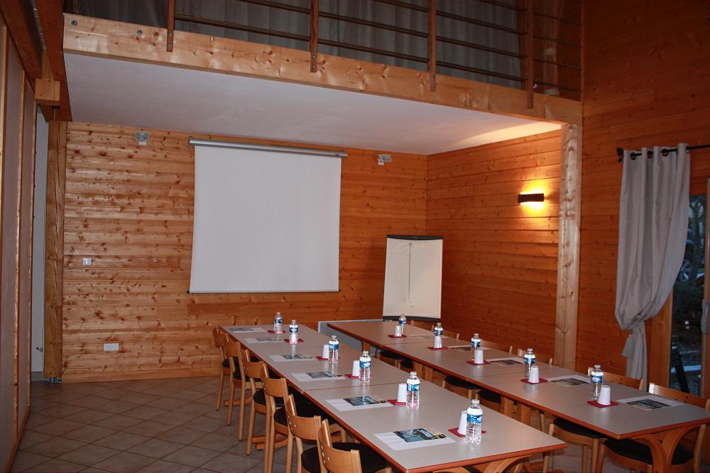 Location grand gîte de groupe Auvergne Aydat dans le Puy de Dôme 63 gp 2